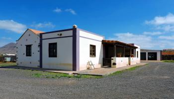 Detached villa for sale in Ampuyenta Fuerteventura 1