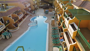 Apartment for sale in the Caleta Garden complex