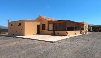 House with land for sale in La Ampuyenta, Fuerteventura