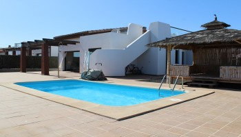 Villa for sale in Caleta de Fuste, Fuerteventura - Pool
