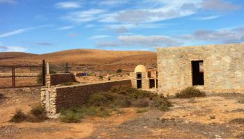 Ancient stone house under construction with a large plot for sale in Llanos De La Conception Fuerteventura