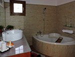Detached house in Los Estancos - Bathroom with whirlpool tub